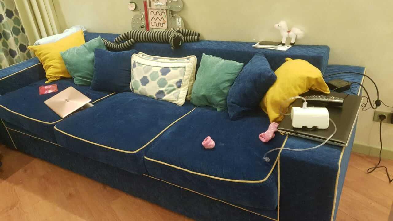 Фото дивана, очищенного от запаха