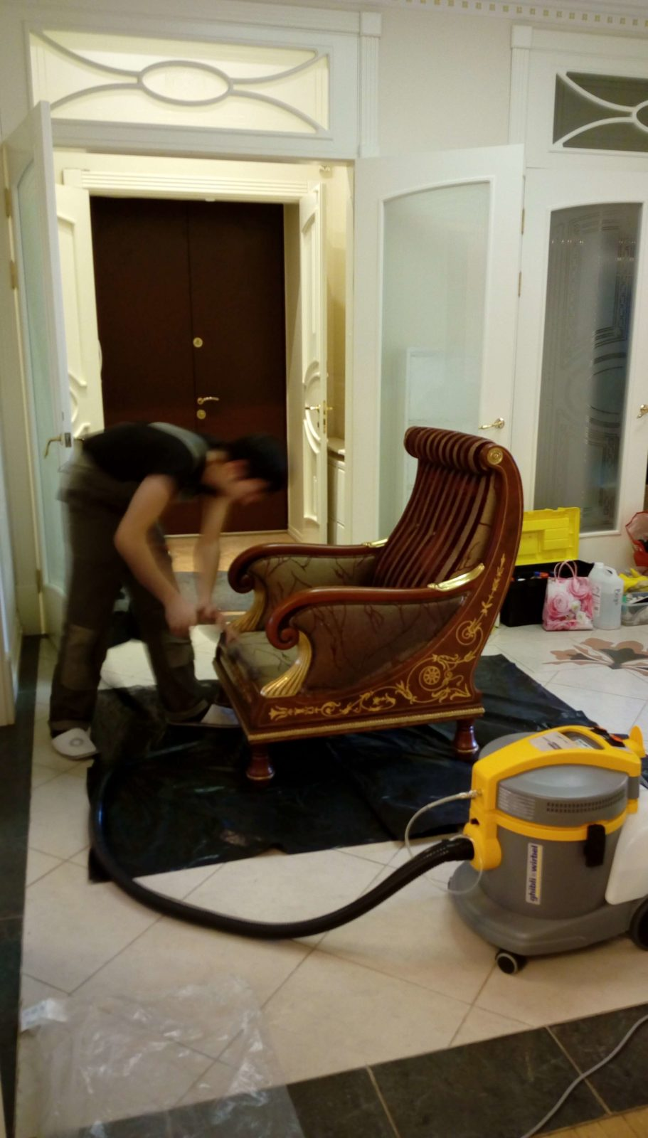 Фото чистки мягкой мебели 3